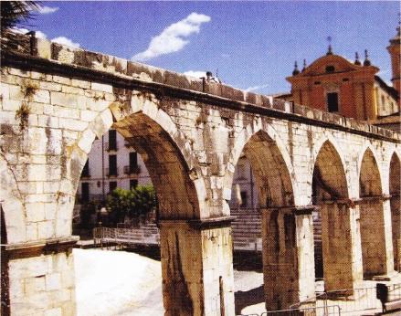 apeduct-in-Sulmona-Abruzzo-Italia-1256