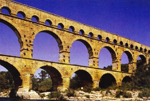 apeductul-pont-du-gard-provenence-franta