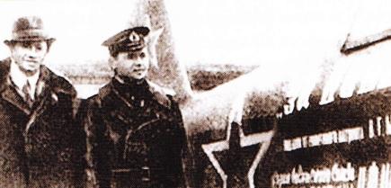 Wold Messing si K. Kovalev langa un avion
