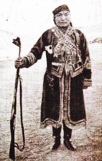 ja-lama-in-haine-militare