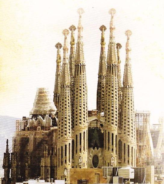 Basilica Sagrada Familia in constructie  (poza 2018)