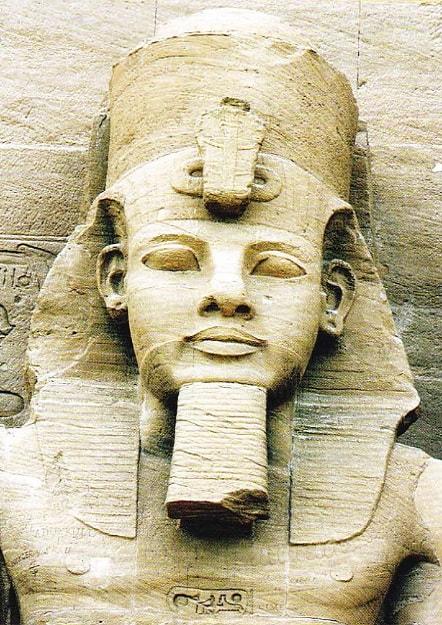 Statuia faronului Ramses al II-lea