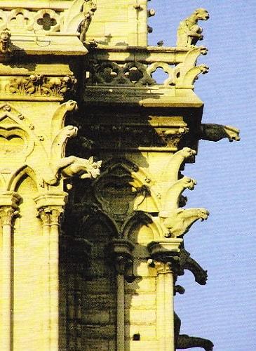 Himerele de pe fatada catedralei Notre-dame din Paris