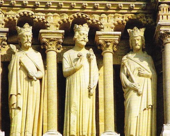 Imparatii sculptati pe fatada catedralei