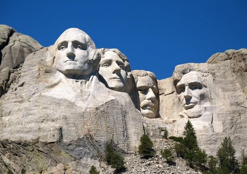 Memorialul Naţional Mount Rushmore. De la stânga la dreapta: George Washington, Thomas Jefferson, Theodore Roosevelt, Abraham Lincoln