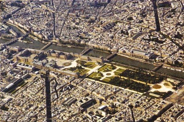 Vedere generala a palatului Luvru si a gradinilor Tuileries