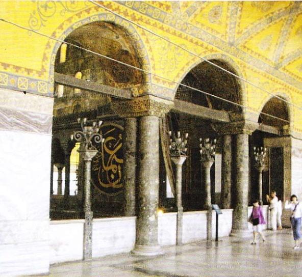 Loja împărătesei in împrejmuirea superioară a catedralei Sf. Sofia. De aici, împărăteasa şi curtezanele urmăreau ce se întămpla jos, lângă bazilica.