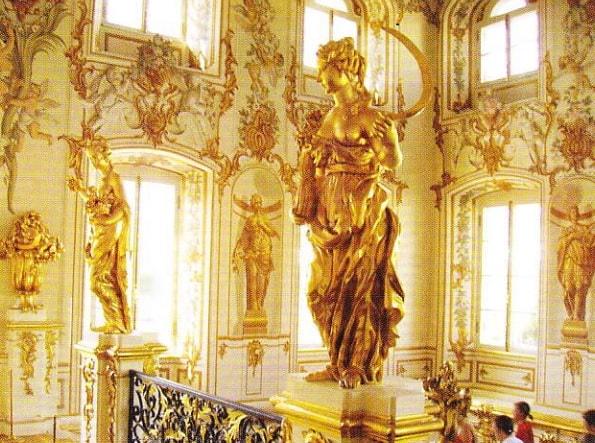 """Scara festiva a marelui palat Peterhof. """"Alegoria primaverii si verii"""""""