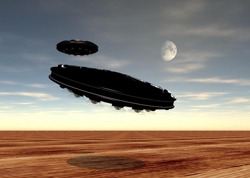 nava extraterestra in desert