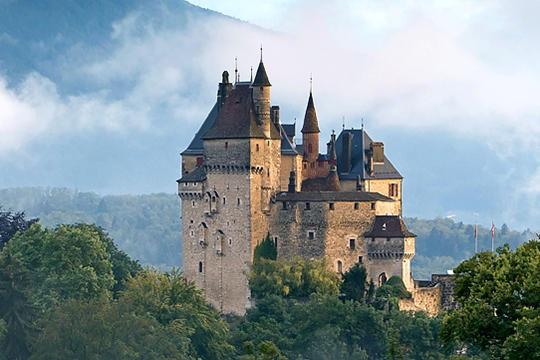 castelul Menthon Saint Bernard