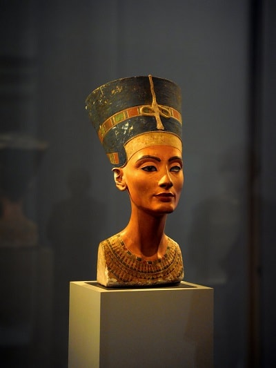 Nefertiti - Bust antic sculptat si colorat
