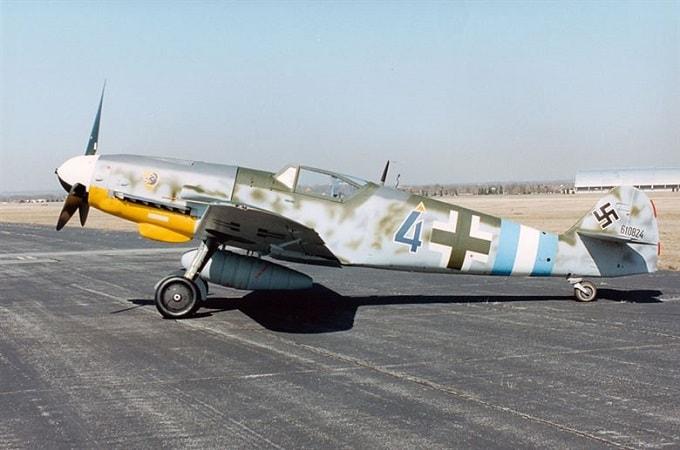 Avion Messerschmitt 109 (din cel de-al Doilea Razboi Mondial restaurat
