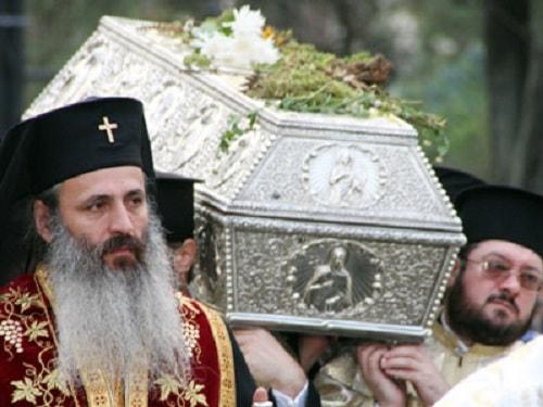 Moastele Sfintei Parascheva sunt scoase afara