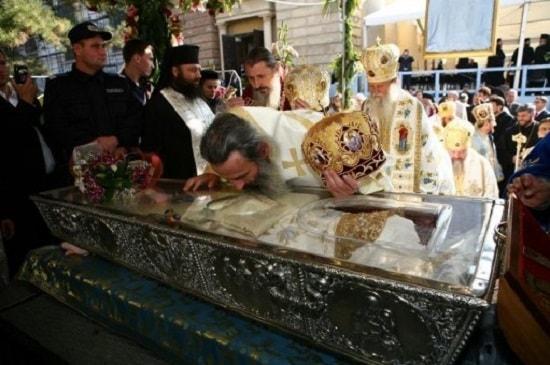Sarutarea Raclei Sfintei Parascheva