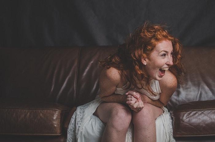Femeie roscata fericita