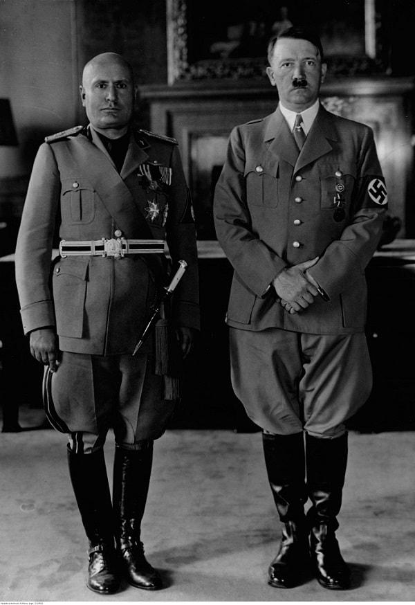 Mussolini si Hitler