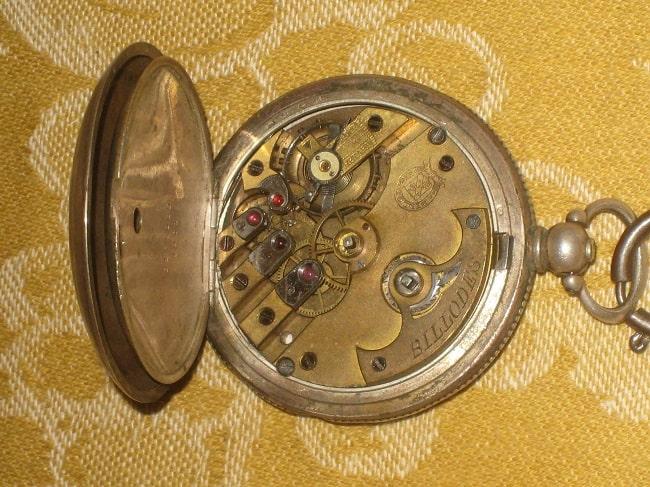 Ceas mecanic din secolul al XVIII-lea