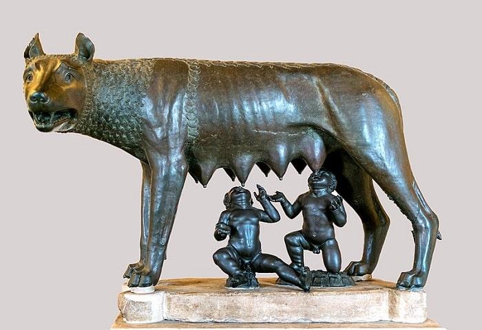 Lupoaica cu Remus si Romulus