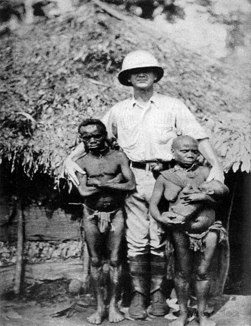Cercetator american langa niste pigmei din Australia