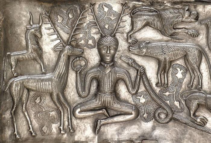 Zeul cu coarne de cerb - Stăpânul animalelor