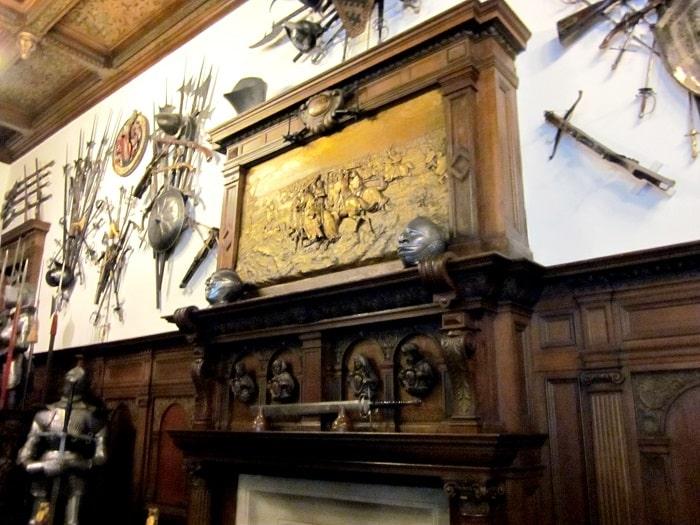 Poza din sala armelor (Castelul Peles)