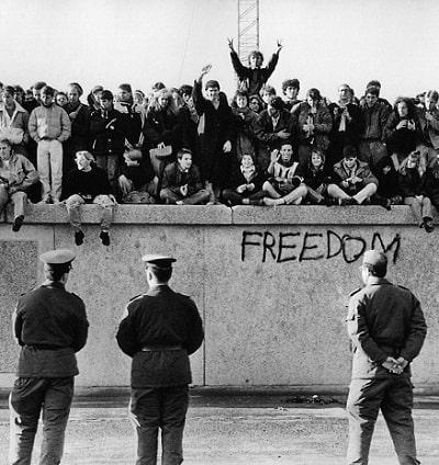 Zidul Berlinului: Construirea si caderea acestuia