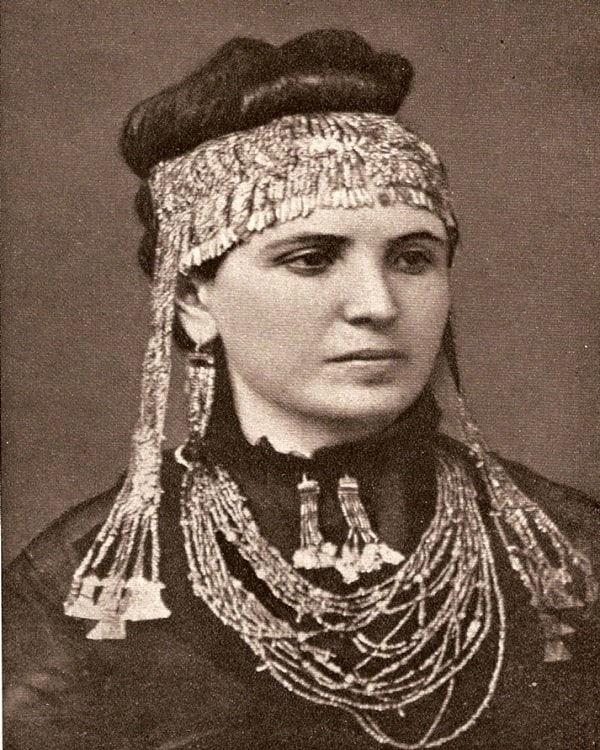 Sofia Schliemann purtând diadema Elenei