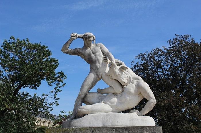 Tezeu ucigând minotaurul (Statuie din Paris)