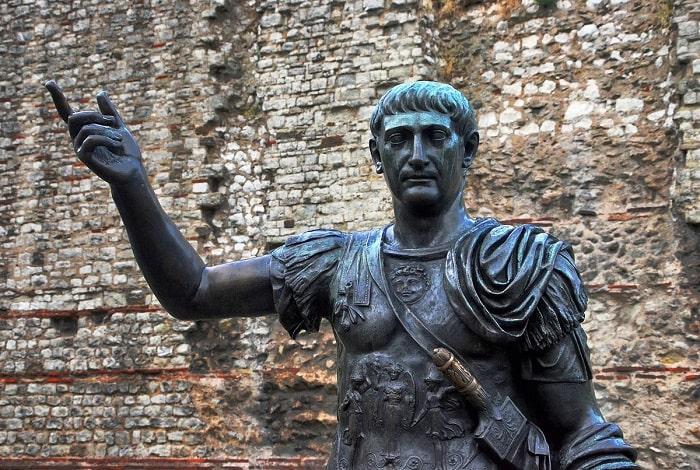 Împăratul Traian (Statuie)