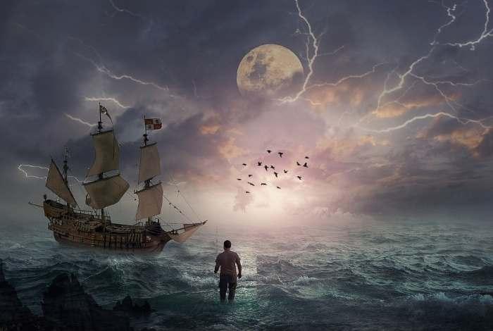 omin apa marii ce priveste o nava cu panze