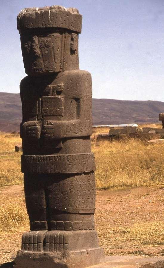 Idol de piatră regăsit in Tihuanaco