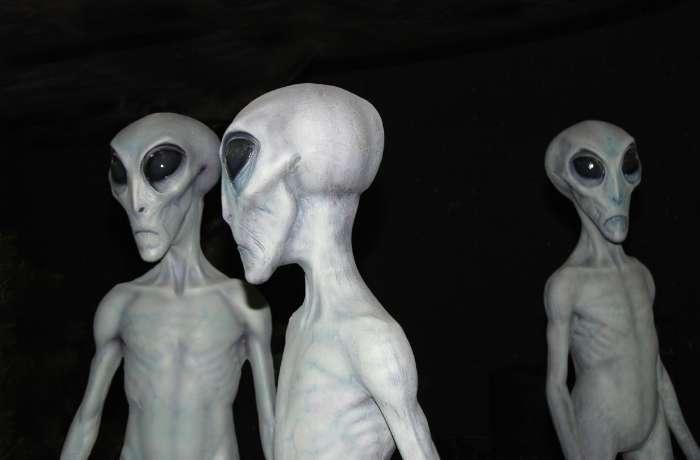 extraterestri ochi negri