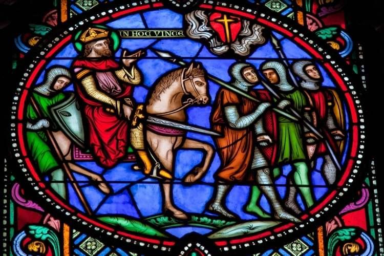 Vitraliu dintr-o biserică anglicană reprezentând cruciații mergând la luptă