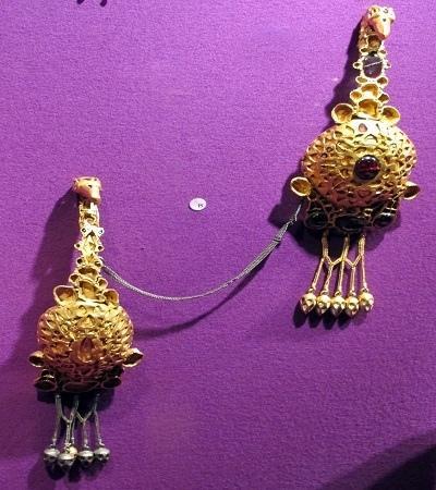 Tezaurul de la Pietroasa (Closca cu puii de aur) - O comoară gotică sau pelasgă?