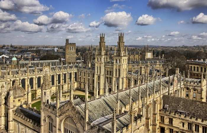 Universitatea din Oxford - una dintre cele mai vechi universități din lume a fost fondată in evul mediu