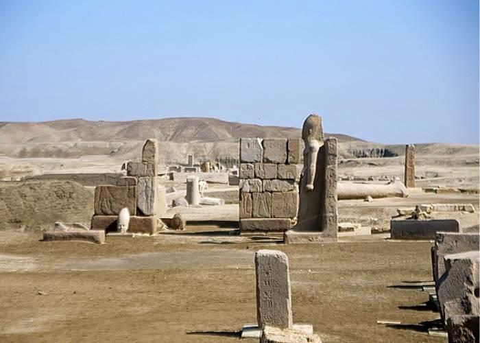 Obeliscurile de la intrarea în Tanis