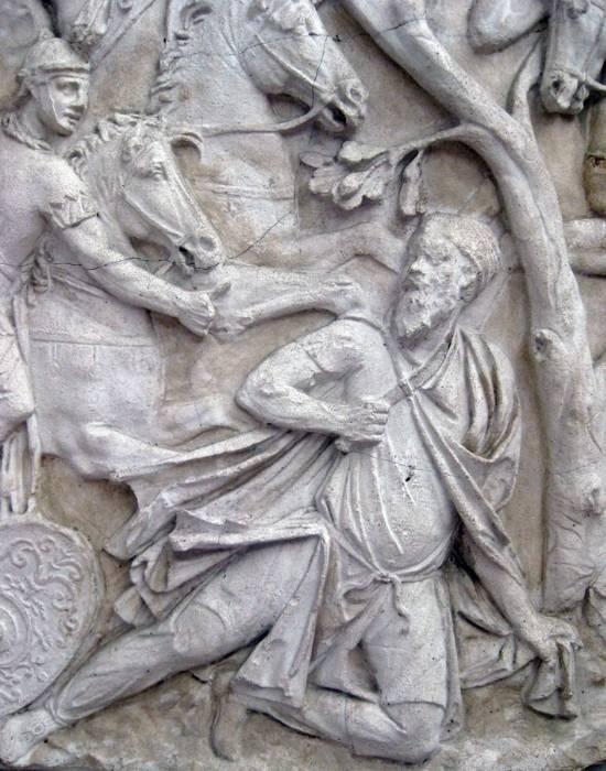 Sinuciderea lui Decebal sculptată pe Columna lui Traian
