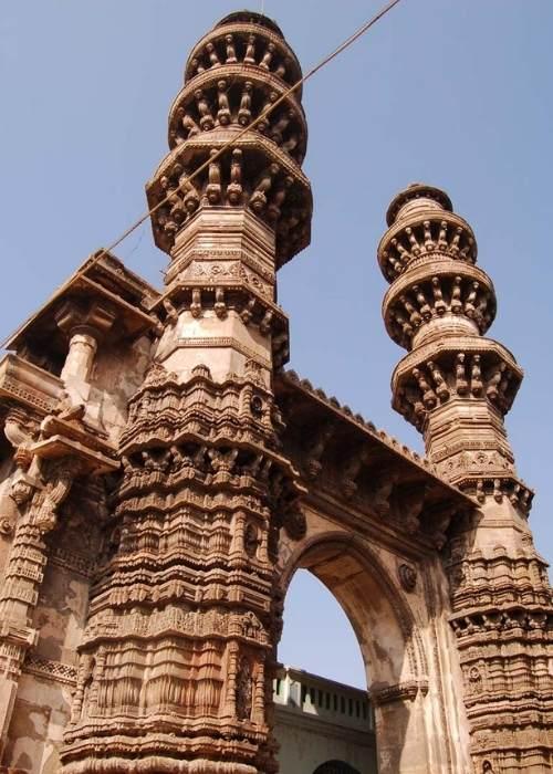 Minarete mișcatoare din Gomtipur (India)