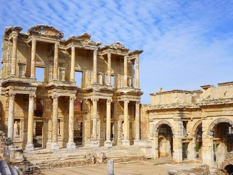 Ruinele templului lui Artemis din Efes