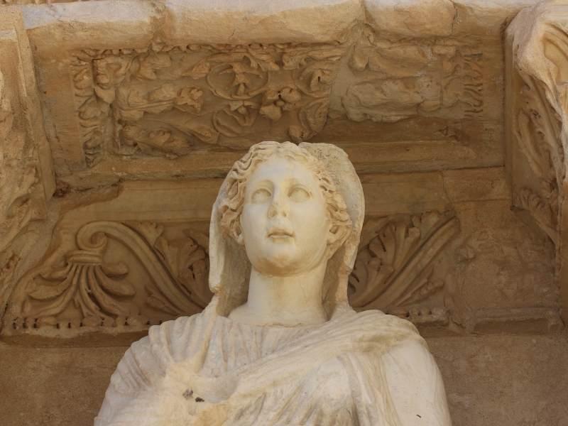Statuie regasită în Templul lui Efes