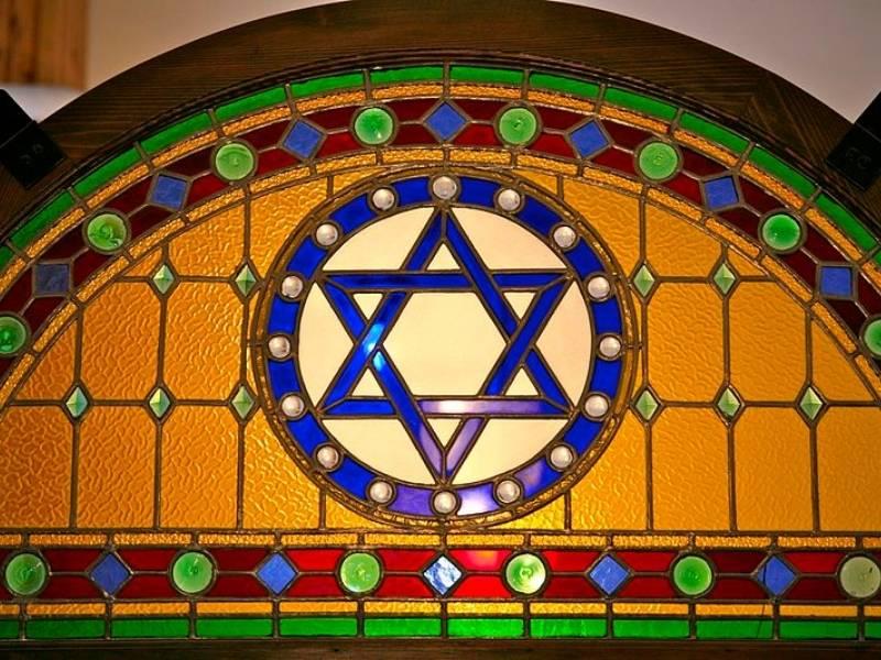 Steaua lui David intr-o sinagogă