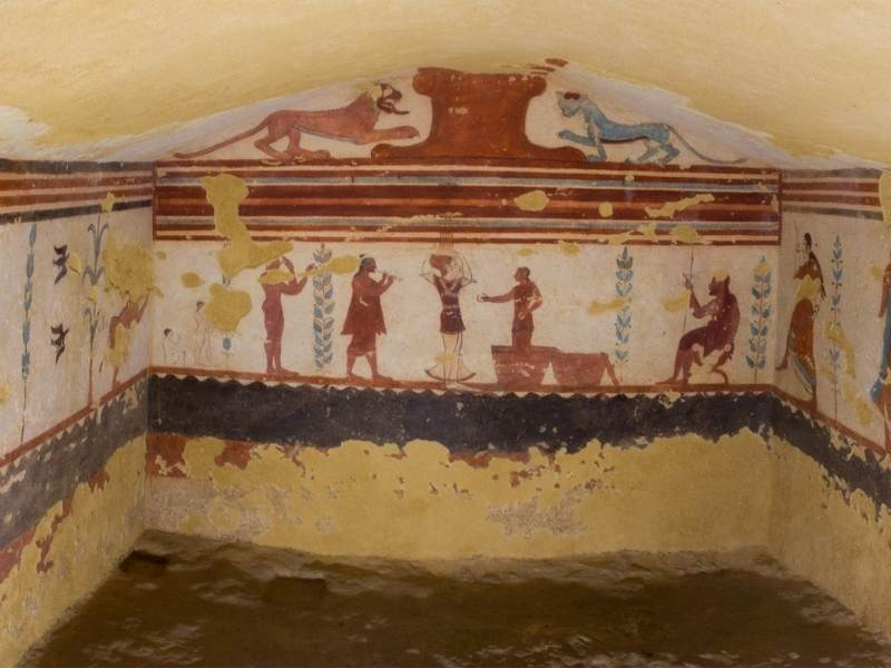 Peretii desenati a unui mormant etrusc
