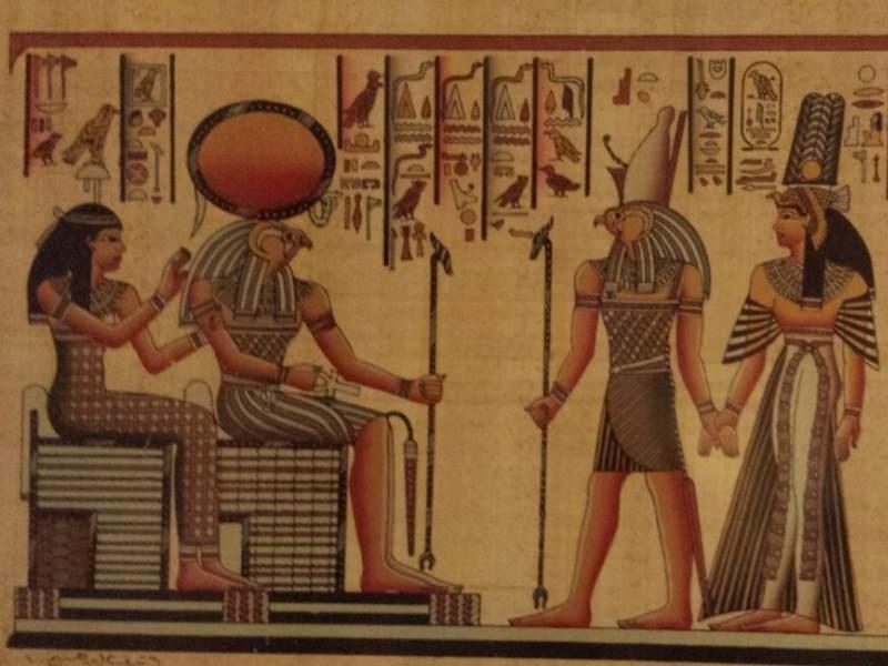 zei egipteni - printre ei  zeul Ra cel cu soarele la cap