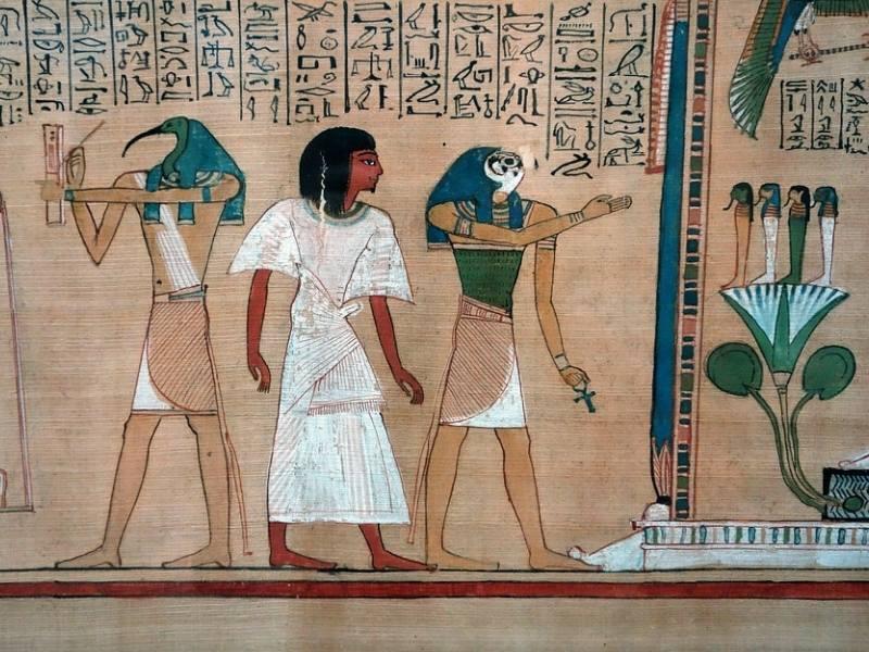 Zeul Thot (Cap de Ibis)  si Zeul Horus (Cap de soim)